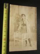 CPA RPPC Rose 1907 Tenue Plissée Chaise 2 Dossier Belle Toilette Studio Décor Photo Photos Originale-Faire Défiler Scann - Personnes Identifiées