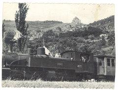 Cpsm ( Recoupée Des 2 Côtés ) La 403 Du C.F.D. Saluant Les Ruines De Rochebonne ( Train, Chemin De Fer )   ( 07 ) - France