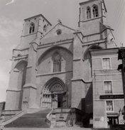 Grande Photo Originale - Haute-Loire - La Chaise-Dieu - 43160 - L'Abbatiale Saint-Robert & Le Café-Souvenirs Du Progrès