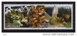 Uruguay. Apiculture. 2 T-p Neufs ** Se-tenant. Yvert # 1980/81. Cote 13.60 € - Uruguay