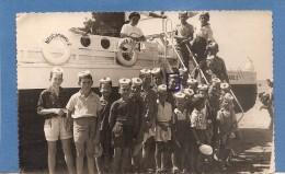CARTE  PHOTO   BATEAU NESCANARD   NESTLE   ENFANTS ANIMEE 1957  BON ETAT     2 SCANS - Postcards