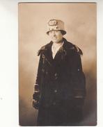 Old Photograph Of Belgian Immigrants In Lowell, Massachusetts, George Lemire, Photographer, Bridge Street  (pk31390) - Etats-Unis