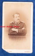 Photo Ancienne CDV Vers 1880 - SAUMUR - Portrait D'un Elève De L'Ecole Vétérinaire De Lyon - Voir Uniforme - Victor Coué - Photos