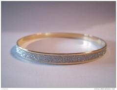 Bracelet Fantaisie Femme Couleur Or Paillettes Blanches Rigide Jamais Porté - Armbanden