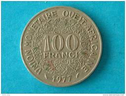 L´AFRIQUE DE L´OUEST - 100 FRANCS / 1977 - KM 4 ! - Coins