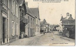SAINT JULIEN DE VOUVANTES - Arrivée Par La Route De Châteaubriant - Saint Julien De Vouvantes
