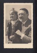 Dt. Reich AK Adolf Hitler Bild Mit Mädchen 1937 Gelaufen - Personaggi Storici