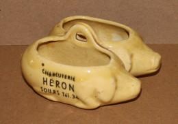 Ancien Sel Poivre Publicitaire Faïence - Forme Cochon Charcuterie HERON A Sours - Céramiques