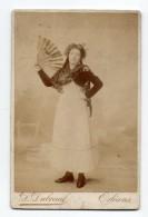 Orleans. Jeune Femme  Avec Mantille Et Eventail.Photo Dubreuil. - Orleans