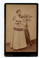 Orleans. Jeune Femme Avec Violon .Photo Chauffy. - Orleans