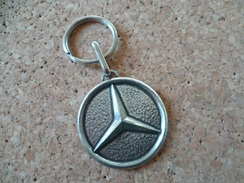 Porte Clé ** Mercedes Benz - Garage Pouliquen -Merlevenez  ** Automobile  ( Voir Photos) - Key-rings