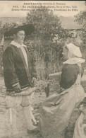 44 - Bretagne - Au Pays Des Paludiers,Bourg De Batz,Saillé Jeune Homme Et Jeune Fille,Costume De Fête - Batz-sur-Mer (Bourg De B.)