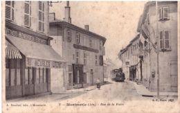 Montmerle Rue De La Foire Avec Le Tramway Vapeur De La Ligne De Trevoux à Saint Trivier De Courtes - Autres Communes