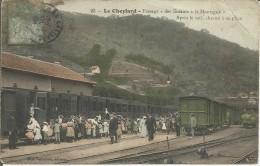 """Le Cheylard  Passage """" Des Enfants à La Montagne """"  Apres Le Café, Chacun à Sa Place ( état. Pli Haut Droit) - Le Cheylard"""