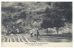 Cpa Missions Des P.P. Du Saint-Esprit - La Préparation Des Briques      ((S.1216)) - Cartes Postales