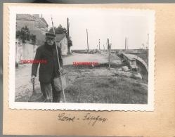 WW2 PHOTO ORIGINALE ALLEMANDE Pêcheur Civil à LES PONTS DE CE ? Près ANGERS MAINE ET LOIRE - 1939-45