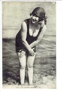 37703 ( 2 Scans ) Maillot De Bain - Swimsuit - Bad Pak - En Attendant La Vaque - Fashion