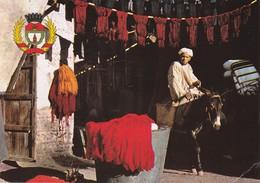 MAROC---MARRAKECH--souk Des Teinturiers Et Armoiries De Marrakech---voir 2 Scans - Marrakech