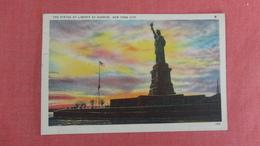 - New York > New York City > Statue Of Liberty At Sunrise= =========ref 2411 - Statue Of Liberty