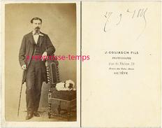 CDV Mode En 1865-homme élégant Et Son Chien Endormi-photographe J. Goliasch Fils Maison Des Bains Marins à Genève - Alte (vor 1900)