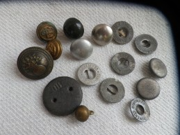 16 Boutons Militaire - Boutons