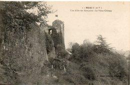 35. Hédé. Une Allée Des Remparts. Le Vieux Chateau - Other Municipalities