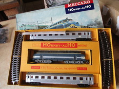 Hornby Coffret  Comprenant 1 Locomotive 060 DB 2 Voitures Inox Et + Circuit De Rails + - Locomotieven