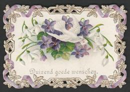 Mignonette Gaufrée Fleurs Et Pigeons En Relief  5 X 7.5 Cm - Fêtes - Voeux
