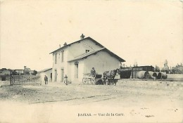 -ref-N 822- Pyrenees Orientales - Baixas - Vue De La Gare - Arriere Plan Wagons - Attelage - Attelages  - - Frankrijk