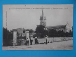 17 : ASNIERES La GIRAUD : EGLISE Et JARDIN PUBLIC ,C.P.A Carte En Très Bon état ,animée - Churches & Cathedrals