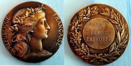 Médaille Bronze Offerte Par M. E.LAIROLLE (Né à GAP -1851-1926) Homme Politique -  Député De NICE 1880/DUBOIS/DUPUIS - France