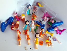 "Gros Lot Figurines "" PIERRAFEU"" Et ACCESSOIRES - HANNA BARBERA -  MACDO-KINDER - Familles"