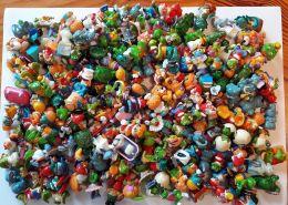Gros Lot 1200g  Figurines KINDER FERRERO Des Années 1990 Monobloc Non Trié - Kinder & Diddl