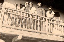 Photo Originale Famille Au Balcon Au Le Col Du Noyer En 1955 - Lieux