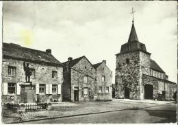 Ocquier -- Place Albert Ier, Le Monument Et L´ Eglise (XIXe S.).     (2 Scans) - Clavier
