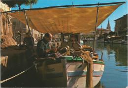 Siamo In Vacanza. Caratteristische Barche De Pesca.  (scan Verso) - Italie