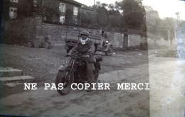 Lieu à Identifier Homme Militaire Moto Regiment Meuse 155 RIF RI Forteresse SF Montmedy WW2 ? Negatif Photo Original - Guerre, Militaire