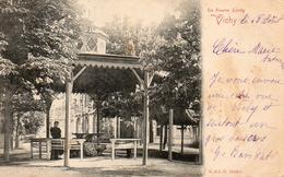 CPA VICHY - LA SOURCE LARDY - Vichy