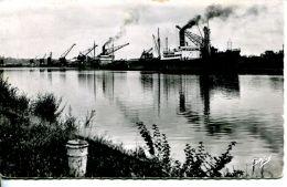 """N°210 L -cpsm Caen -1er Plan Le """"Niobé 3"""" -1946/1966- - Commerce"""