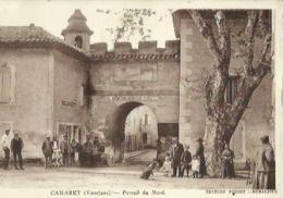 Camaret  84    Le Portail Du Nord Place Tres Tres Animée - Camaret Sur Aigues