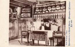 CPA PORSPODER. La Salle De L'hostellerie De La Grand'Roche. Assiettes Bretonnes, Outils. Rouet. - France