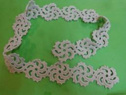 Travail Ancien Au Crochet  (rosace Diametre 6cm Pour Decor De Tricot Ou Autre - Dentelles Et Tissus