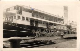 PHOTO MARS 1928 BATEAU ANGLAIS ENTRE SINGAPOUR ET JAVA ,SCENE DE PORT REF 50019 - Paquebots