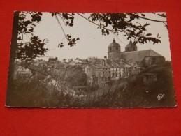 MONTMEDY - L'Eglise Et Les Vieilles Maisons    -  (2 Scans) - Montmedy