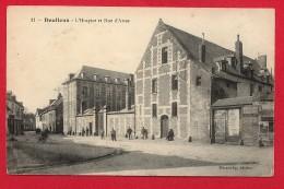 CPA: Doullens (80) L'Hospice Et La Rue D'Arras - Doullens