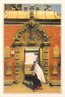Asie NEPAL The Gate At The Royal Palace BHADGAON La Porte Dorée  *PRIX FIXE - Nepal