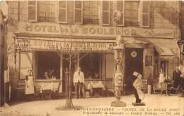 19 - CORREZE / Brive - Devanture Hôtel De La Boule D' Or - Beau Cliché Animé - Station Essence Esso - Brive La Gaillarde