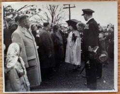 TWO FINE ORIGINAL PRESS PHOTOS QUEEN ELIZABETH II ROYAL TOUR OF CANADA 1951 - Famous People