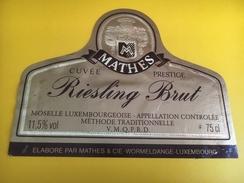 2623 - Luxembourg Mathes Cuvée Pretige Riesling Brut - Etiquettes