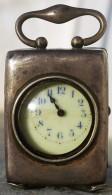 PENDULETTE DE VOYAGE EN ARGENT - MINIATURE TRAVEL SILVER CASE CLOCK (début 19e Siècle) - Despertadores